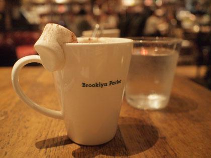 """新宿三丁目のブックカフェ""""ブルックリンパーラー"""""""