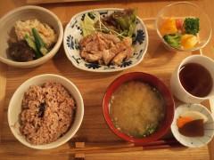 恵比寿めぐたま食堂で一汁三菜ランチ
