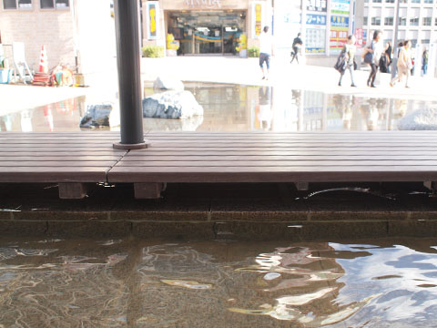 熱海駅の目の前にある足湯「家康の湯」