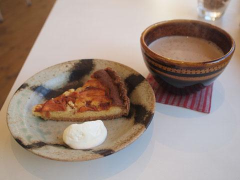 吉祥寺ORIDOで柿のタルトと豆乳チャイ