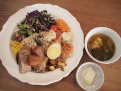 Shiva Cafe の玄米おばんざいプレート