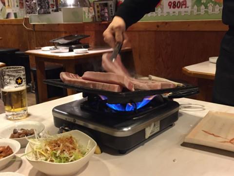 新大久保・味ちゃん3号店で厚切りサムギョプサルセット