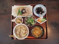 ニワコヤの玄米御膳は1300円